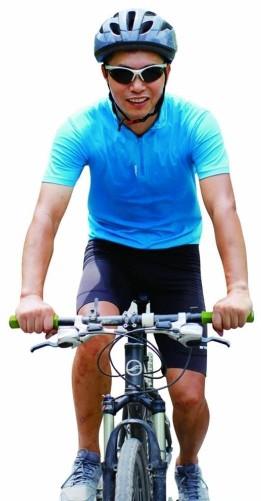 5旬大叔从北京骑行76天抵达莫斯科 全程7千公里