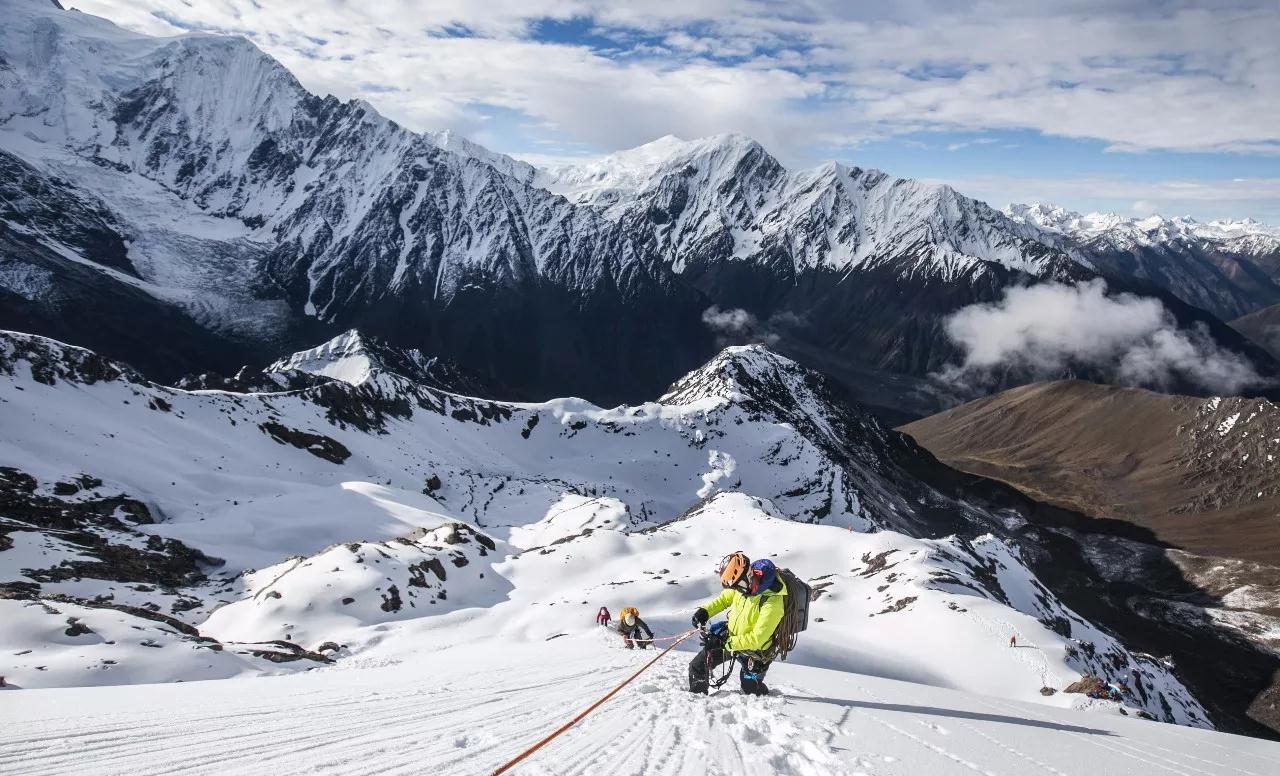 登山不是任性独行,而是专业的团队合作