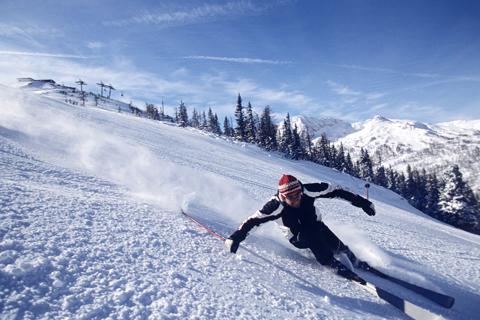 王思聪办了个单板滑雪赛,二月在长白山开打